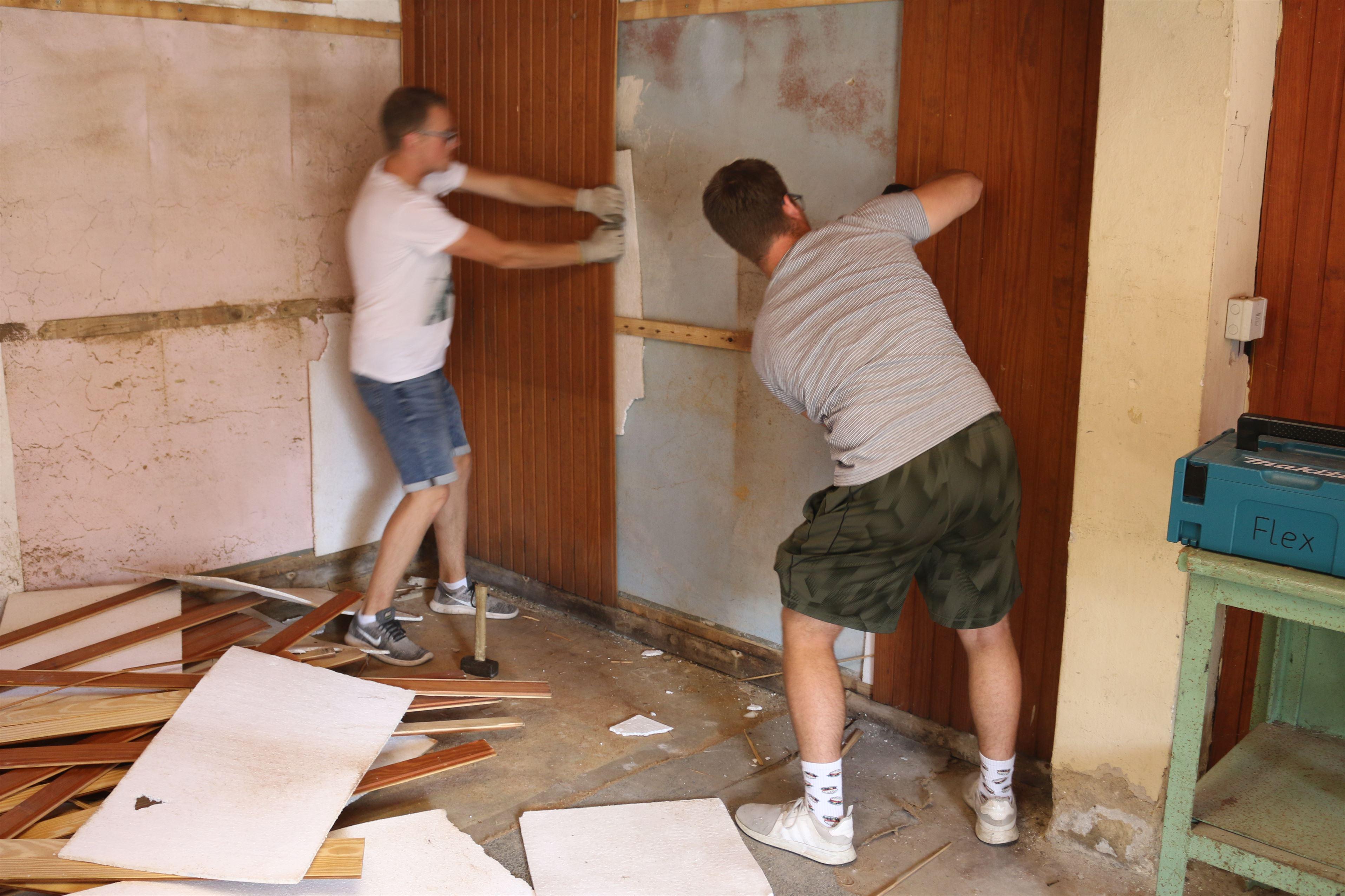 Abriss der alten Holzverkleidung