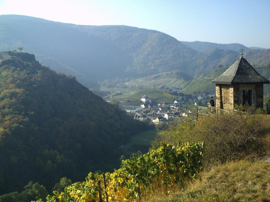 Bild: Michaelskapelle oberhalb von Mayschoß
