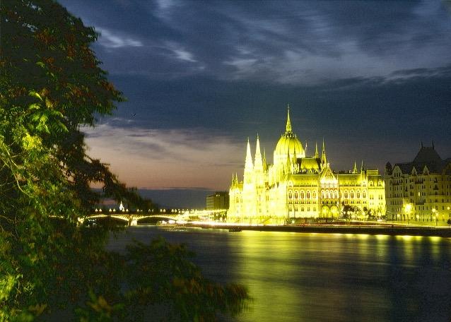 Das Bild zeigt das Parlamentsgebäude in Budapest, privat