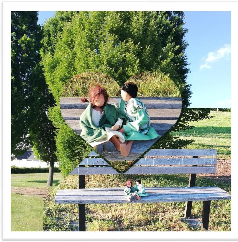 Puppen auf einer Parkbank